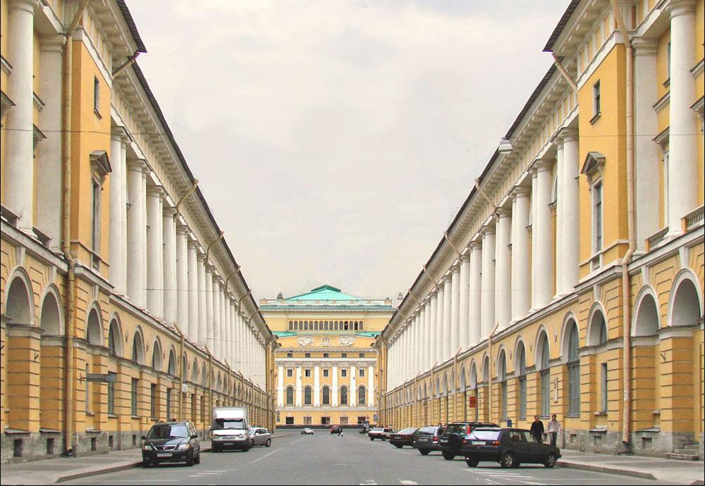 У 19. веку Карло Роси је граду подарио још величанственији изглед, достојан престонице једне империје. // Улица Карла Росија у Санкт Петербургу.
