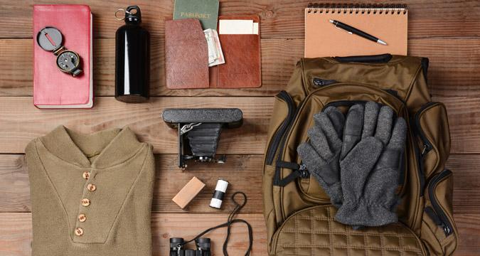 Organizzando la valigia prima di un viaggio.