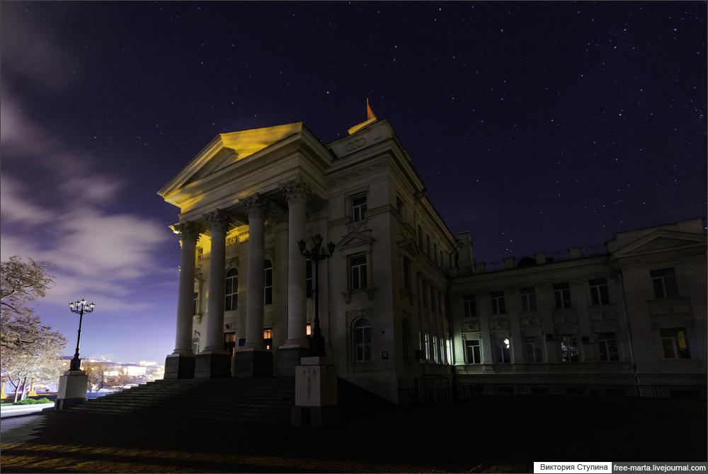 クリミアに住む200万人の住民は、2週間以上も電気のない生活を強いられた。電力供給が完全復旧したことを伝える政府発表が行われたのは、ようやく12月8日になってのことだった。