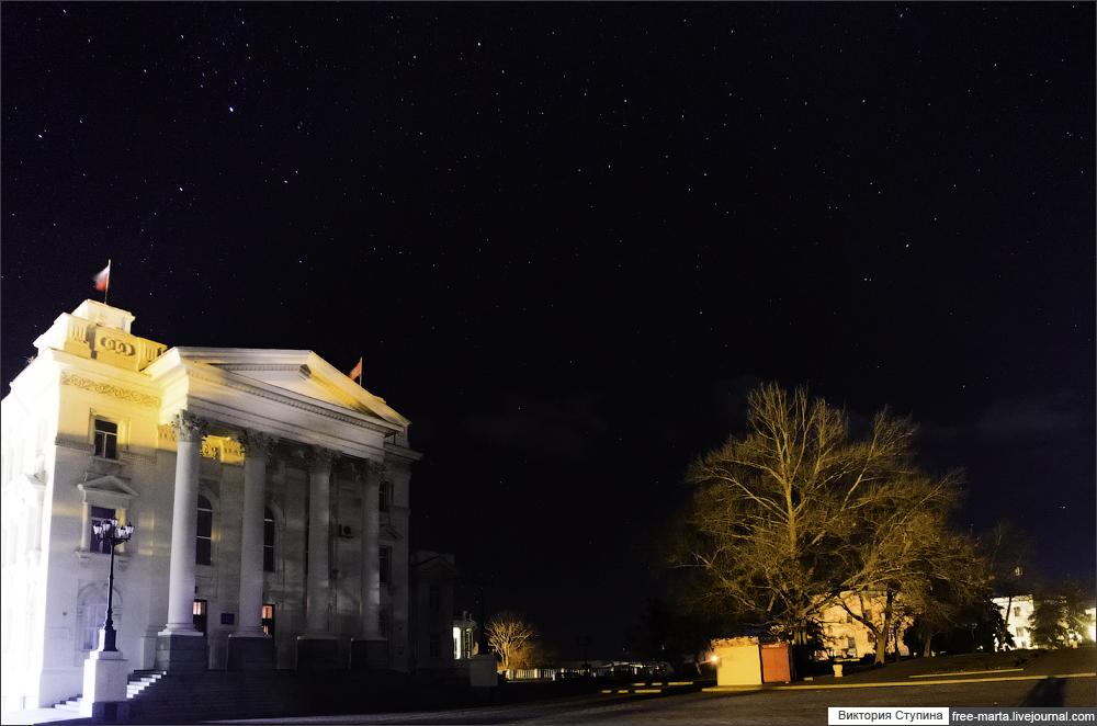 黒海に面しクリミア半島の南西部に位置するセヴァストポリは大都市なので、通常なら夜空の星を見ることができない。