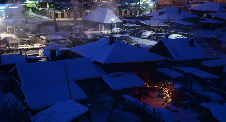 Pagi Musim Dingin. Suasana pagi sekitar pukul 08.30 waktu setempat di Kota Irkutsk, Siberia Timur, Rusia, Jumat (28/12/14). Pada musim dingin matahari bersinar hanya 7-9 jam dalam sehari, sedangkan pada musim panas 14-16 jam.