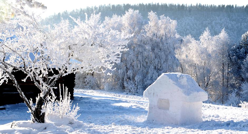Rumah es di Museum Taltsy, Rabu (24/12/14).