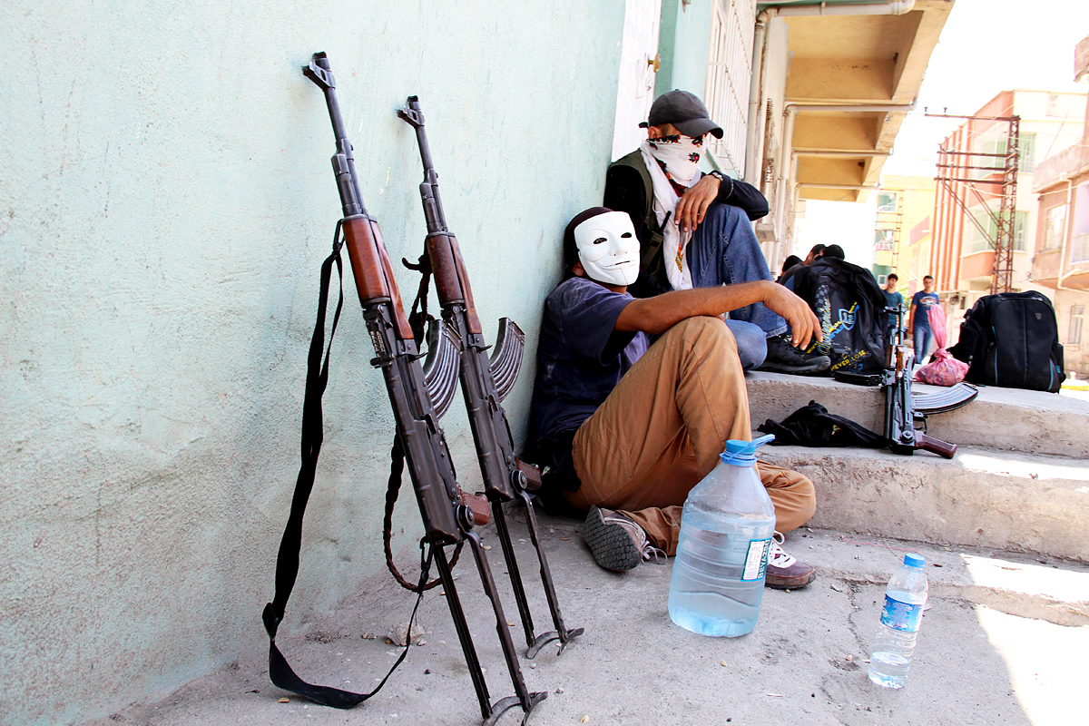 Perang di Suriah tak lagi menjadi masalah dalam negeri negara itu karena banyaknya pihak yang baik secara langsung maupun diam-diam turut terlibat dalam pertempuran.