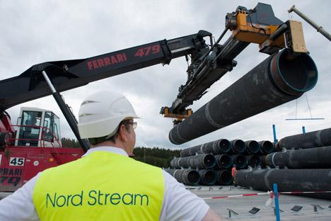 Des tubes pour la construction du gazoduc Nord Stream sont stockés à Lubmin, en Allemagne, le 19 juin 2012.