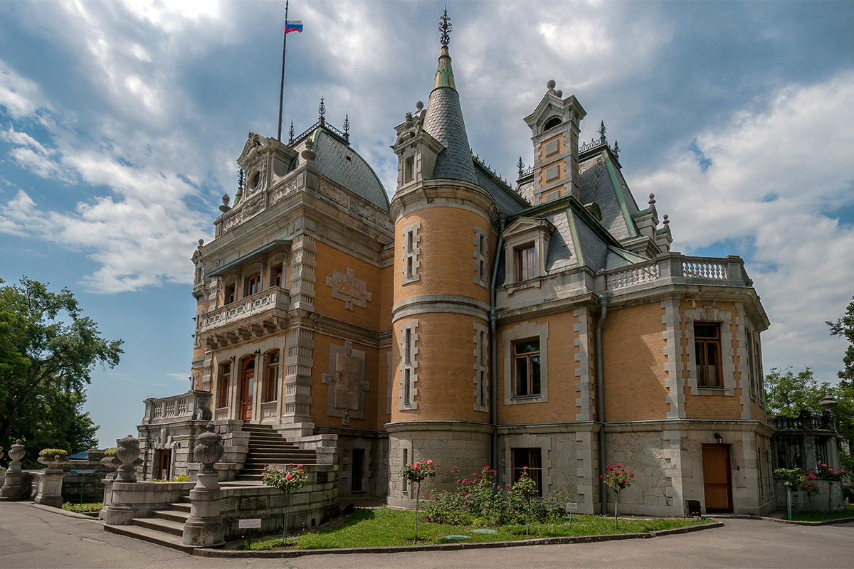 The Romanovs were some of the richest people in Russia for many centuries. The Massandra palace, a former tsarist residence, was initially owned by the Vorontsov family. The owner Semen Vorontsov was a general under Alexander III and a member of a very famous and wealthy family, close to the tsar.