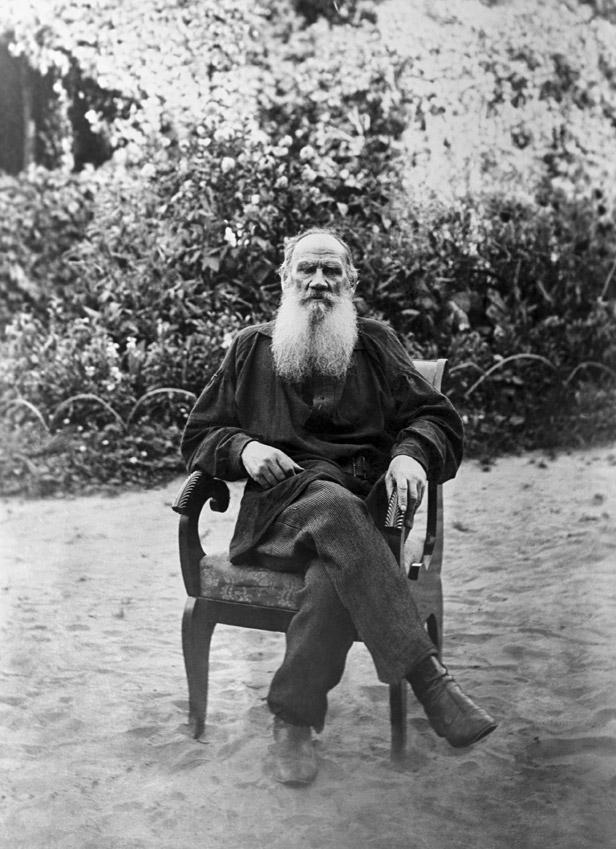 Leo Tolstoy in Yasnaya Polyana estate in Tula Region. Source: Archive photo