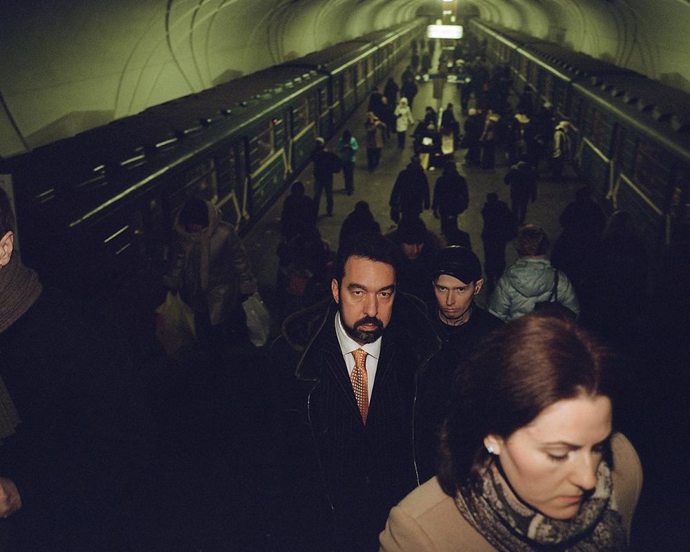 Tomer décrit les gens qu'il a rencontrés dans le métro comme introvertis, calmes et pensifs. Parfois, le bruit des pas et les allées et venues des trains étaient la seule chose qu'il entendait dans les stations.