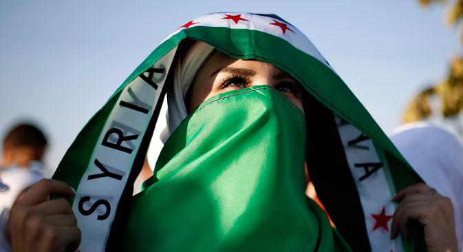 Mujer siria que apoya a la oposición.