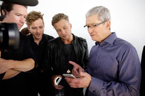 """Cook garantiu que Apple não deixará de investir em países onde o cenário econômico é """"sombrio"""""""