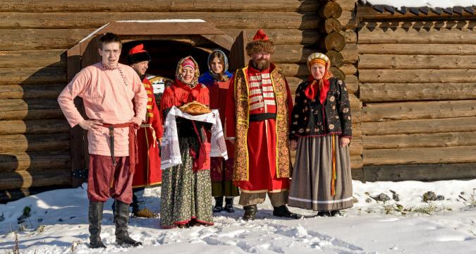 И в Сибир посрещат с хляб и сол за добре дошли.