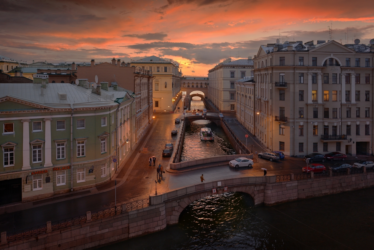 It shows St. Petersburg and its inhabitants in all their colors: kind and naive, evil and scary, buffoons and holy fools.
