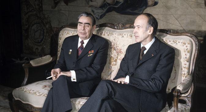 Le leader soviétique Leonid Brejnev et son homologue français Valéry Giscard d'Estaing avant des négociations au Château de Rambouillet, en France.
