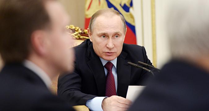 Estado não deve perder controle sobre empresas estratégicas, reforçou Pútin em reunião no Kremlin