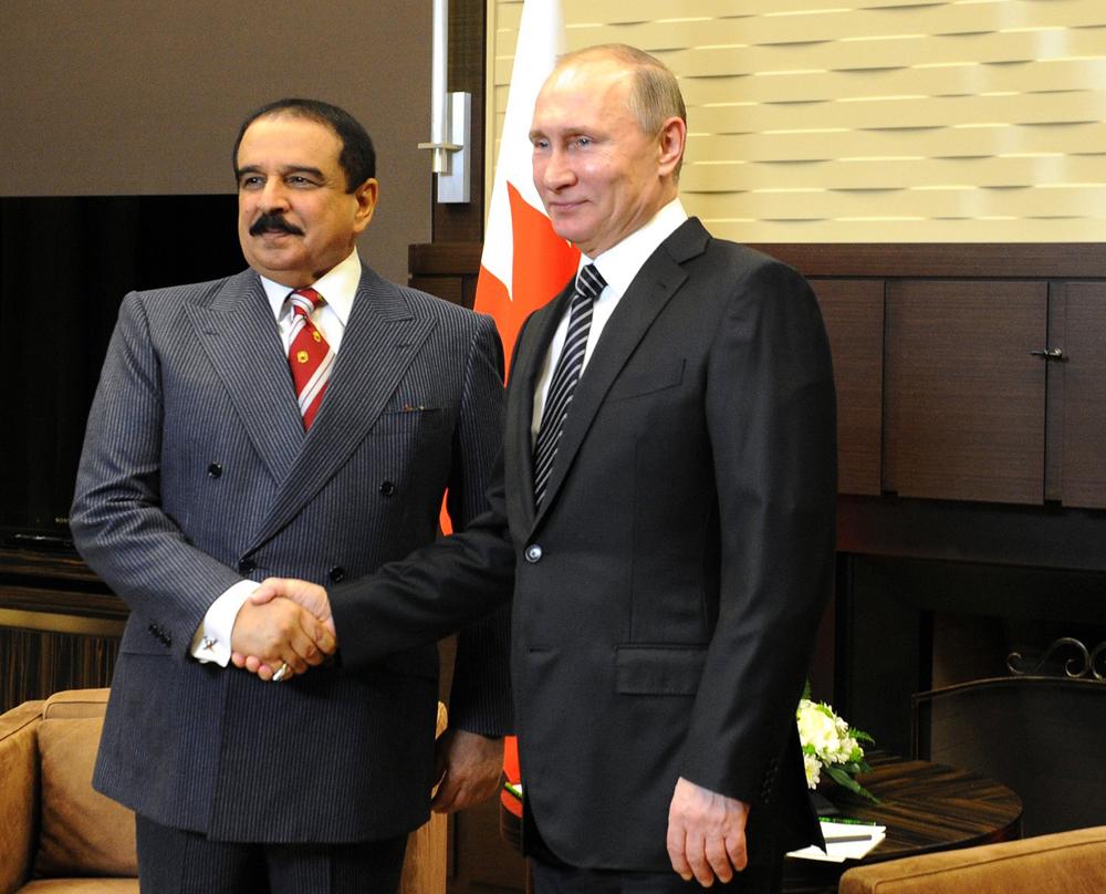 Presiden Rusia Vladimir Putin (kanan) dan Raja Bahrain Hamad bin Isa al-Khalifah.