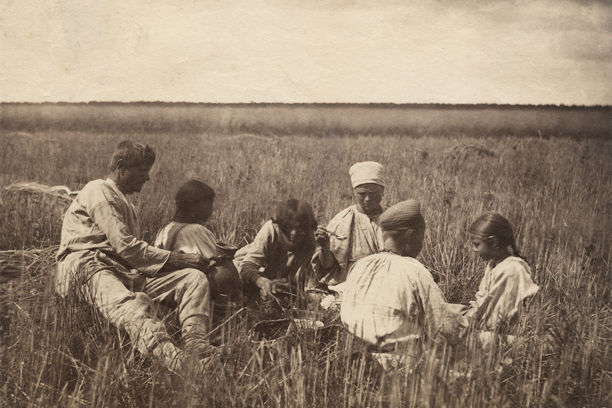 The Multimedia Art Museum in Moscow presents 'Photographs of the Russian Empire 1860s -1870s', an exhibition by William Carrick, the celebrated Russian photographer of Scottish ancestry. / Peasant dinner, 1971.