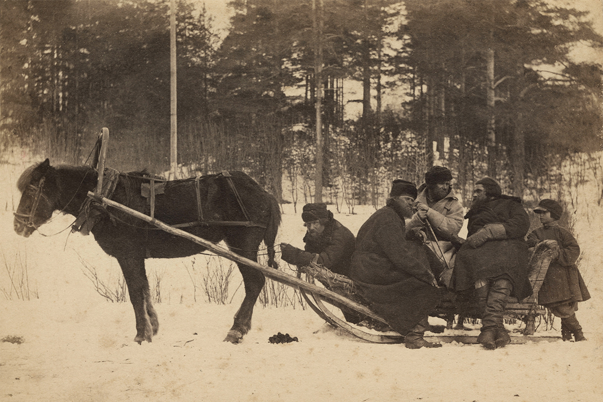 Carrick and MacGregor's photographic series was in keeping with the spirit of the times – an era of social and artistic upheaval that encompassed the 'Great Reforms' (among them the abolition of serfdom) and the development of realism in fine art and literature. / A group of peasants in sledges, 1876-1878.