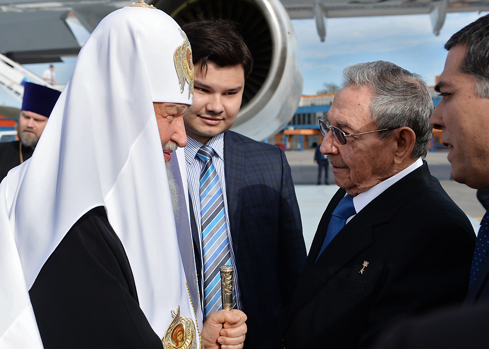 Patriarch of Moscow and All Russia Kirill and President of the Council of State of Cuba Raul Castro during a meeting in Havana airport.