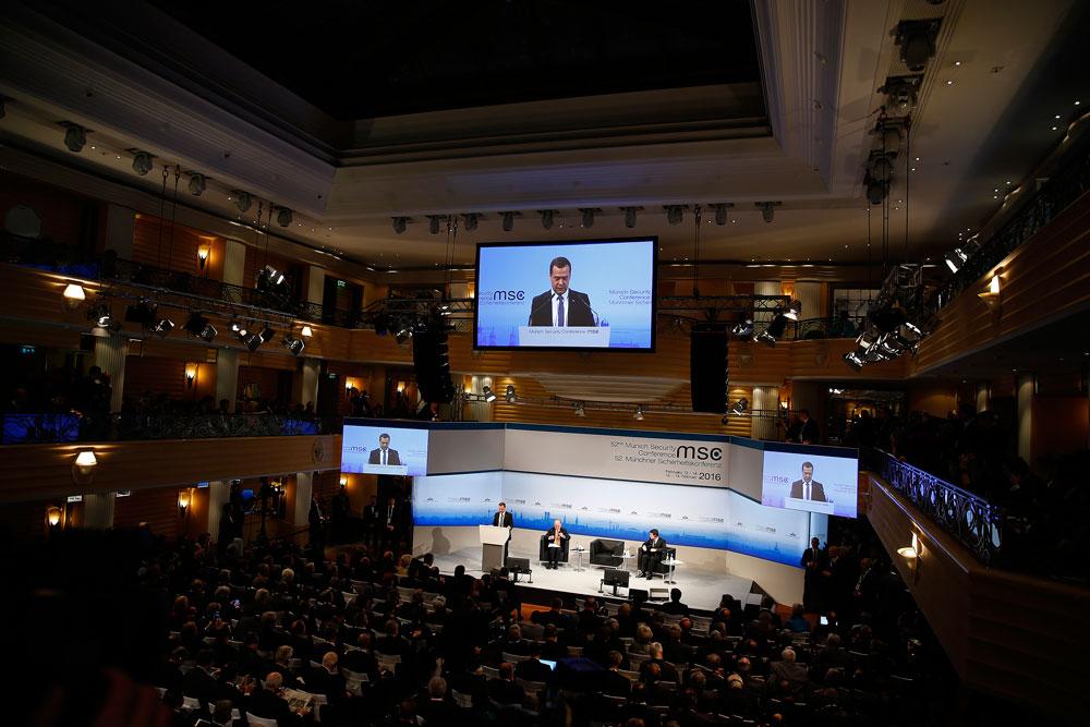 Премиерът на Русия Дмитрий Медведев на Мюнхенската конференция по сигурността.