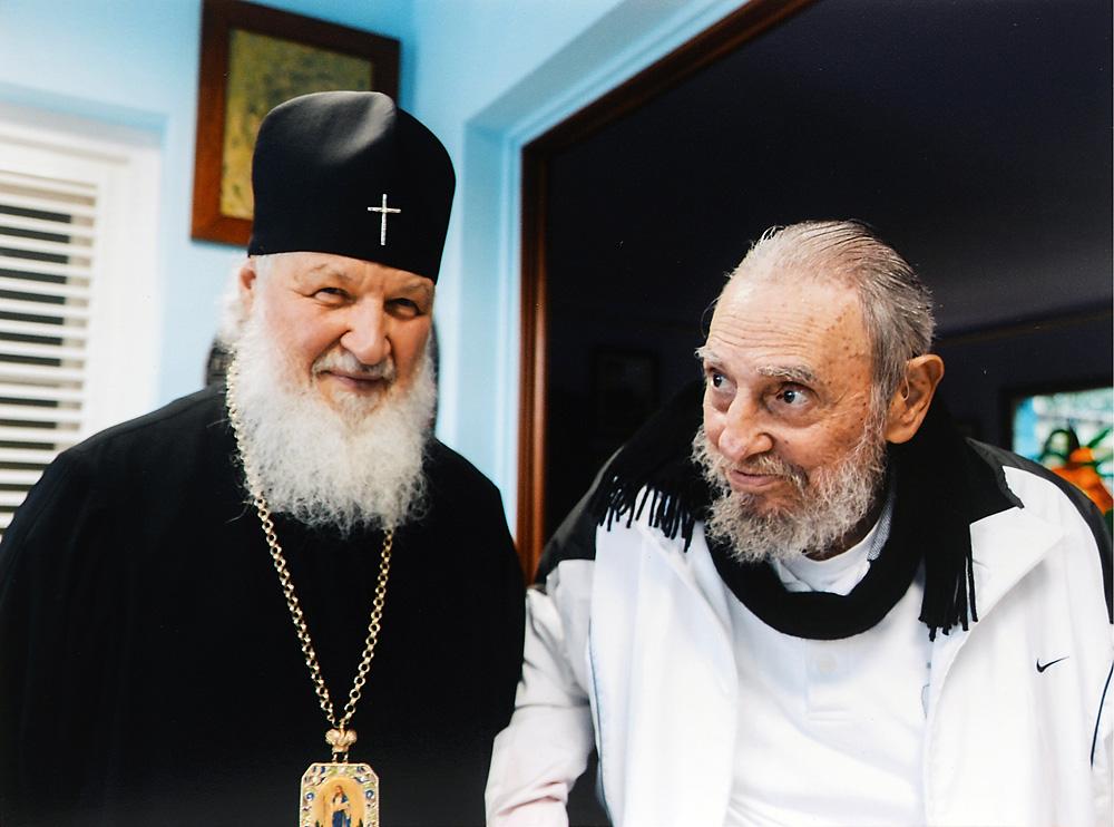 Encontro entre Kirill (esq.) e Fidel Castro durou pouco mais de uma hora