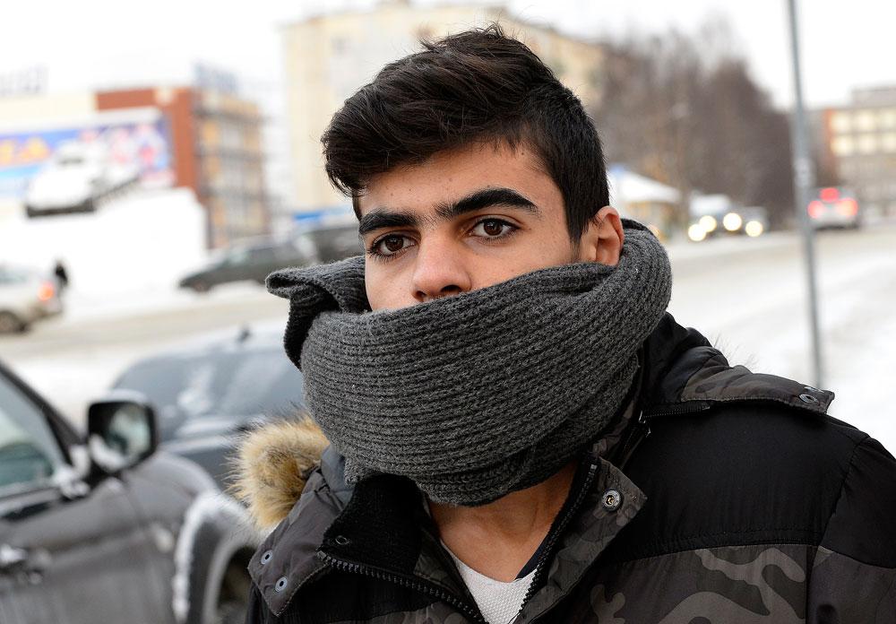 Ein junger Flüchtling vom Nahen Osten in der Stadt Kandalakscha in der Region Murmansk.