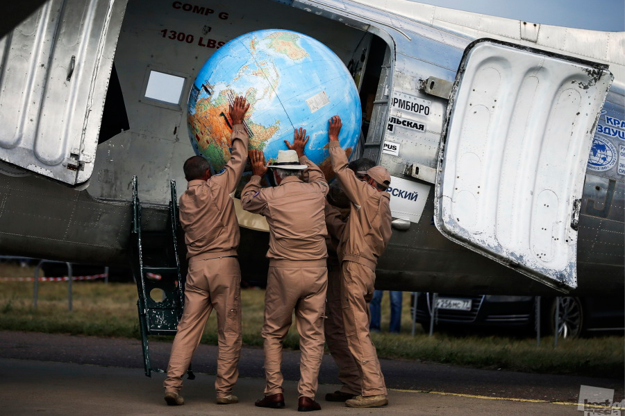ロシアのジュコーフスキー市(モスクワ州)で開催された国際宇宙航空展の際のダグラスDC-3。