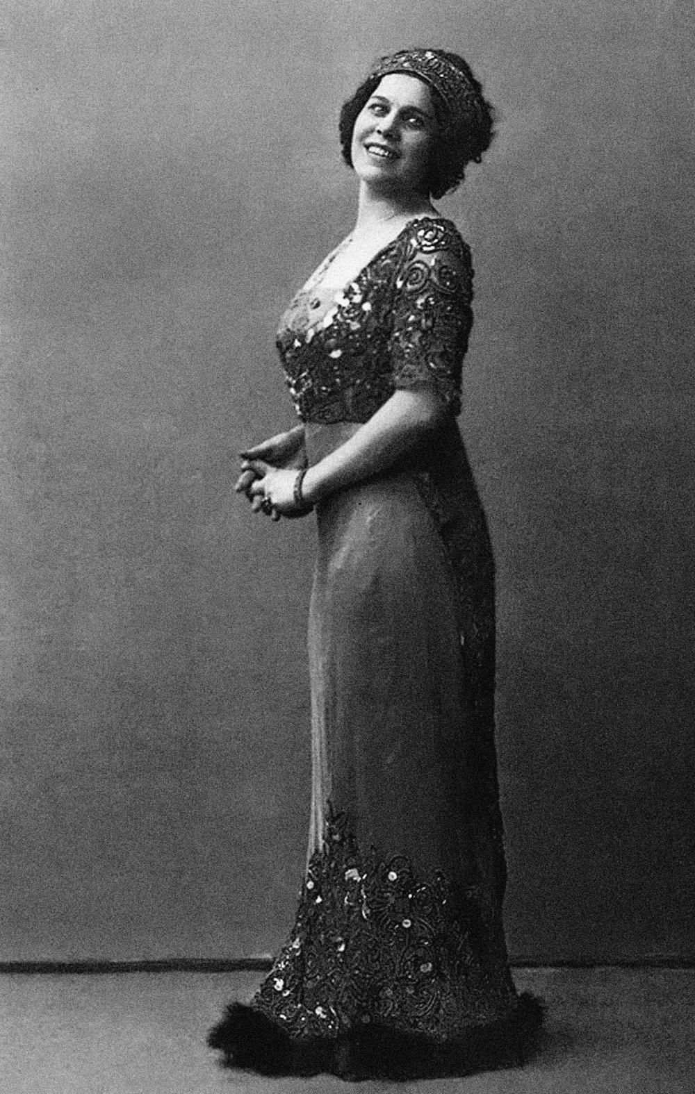 Nadejda Plevitskaia (1884-1940), passou de freira e cantora a agente nos círculos de emigrados na Europa.