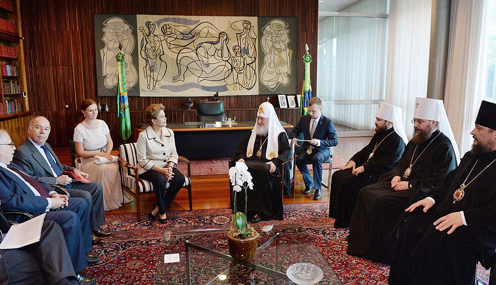 Kirill é recebido por Dilma Roussef na residência presidencial no sábado (20).