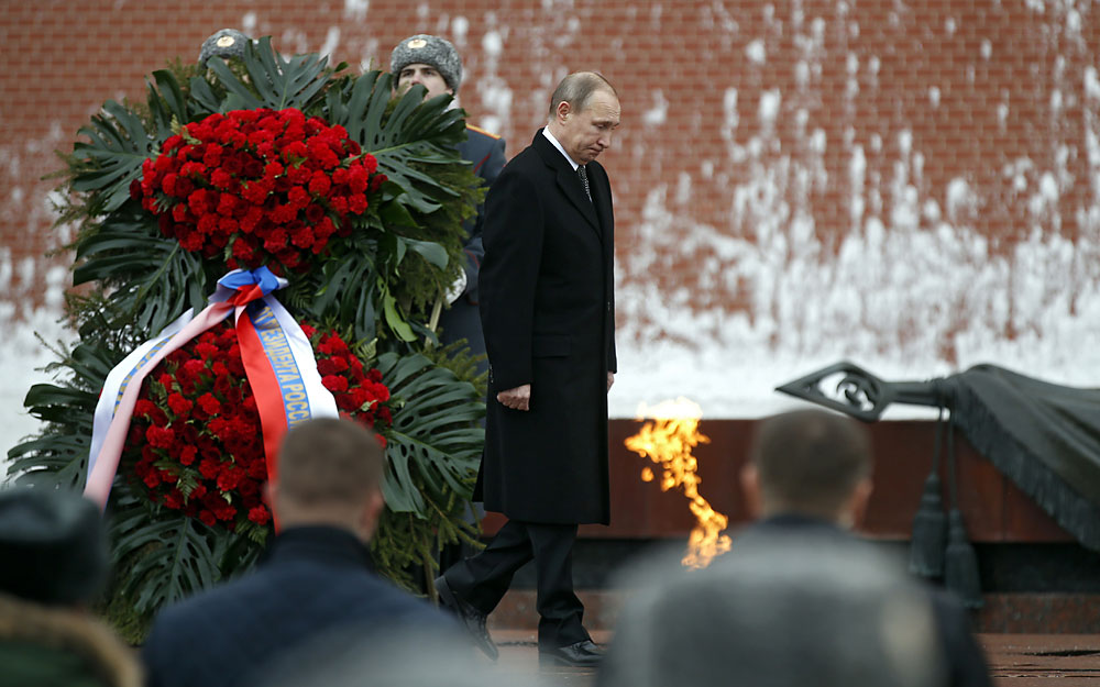 Russian President Vladimir Putin attends a wreath-laying ceremony at the tomb of the unknown soldier, near the Kremlin during the national celebrations of the 'Defender of the Fatherland Day' in Moscow, Russia, 23 February 2016. Defender of the Fatherland Day is observed in most of Russia and former Soviet republics to commemorate the people serving in the Russian Armed Forces