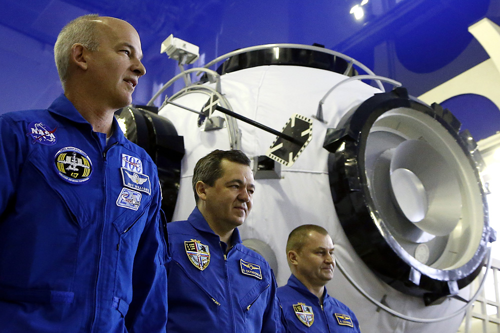 Members of main crew expedition 47/48 to International Space Station (ISS), (from L-R) US astronaut Jeffrey Williams and Russian cosmonauts Oleg Skripochka and Alexei Ovchinin, attend a training session in Star City, outside Moscow, Russia 24 February 2016. The crew is set to take off from Kazakhstan's Baikonur cosmodrome to the International Space Station (ISS) on 19 March 2016.
