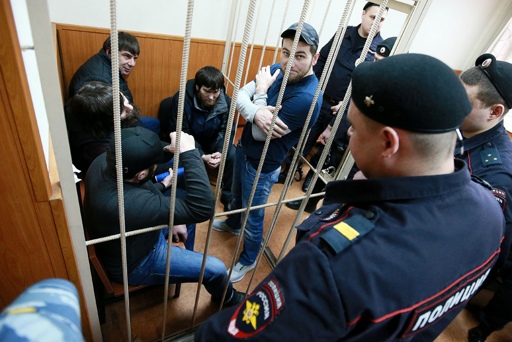 From left: Zaur Dadaev, brothers Anzor and Shadid Gubashev, Temirlan Eskerkhanov and Khamzat Bakhaev charged with assassination in collusion with an organized crime group and illegal purchase, carrying, transporting and storing firearms, are seen here in Moscow's Basmanny Court which considers investigators' petition to extend the arrest warrant for all the five suspects in the assassination of politician Boris Nemtsov.. Foto: Anton Denisov / RIA Novosti