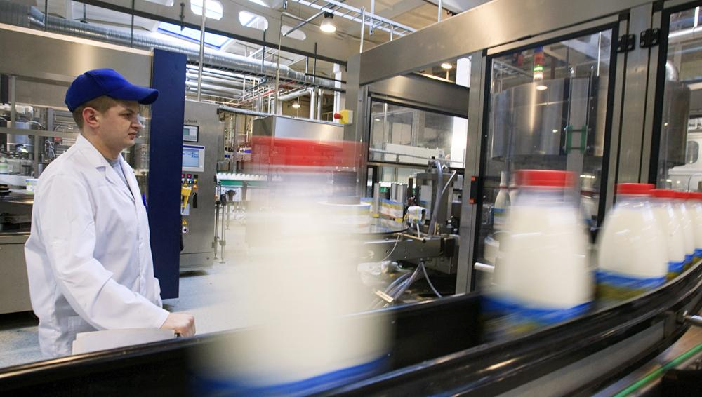 Ligne de production du lait de l'usine Petmol, filiale de  Unimilk, à Saint-Pétersbourg.