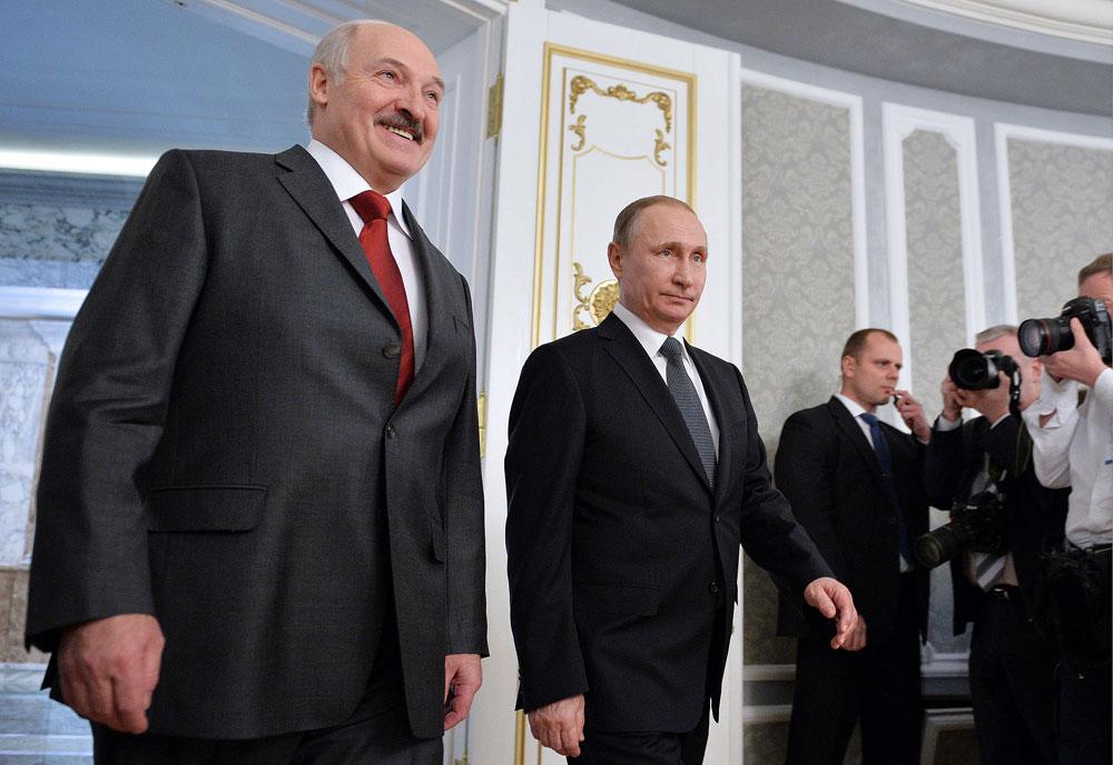 Presiden Belarus Alexander Lukashenko dan President Rusia Vladimir Putin selama pertemuan menjelang sidang Mahkamah Dewan Kenegaraan Uni Persemakmuran Rusia dan Belarus (Union State).