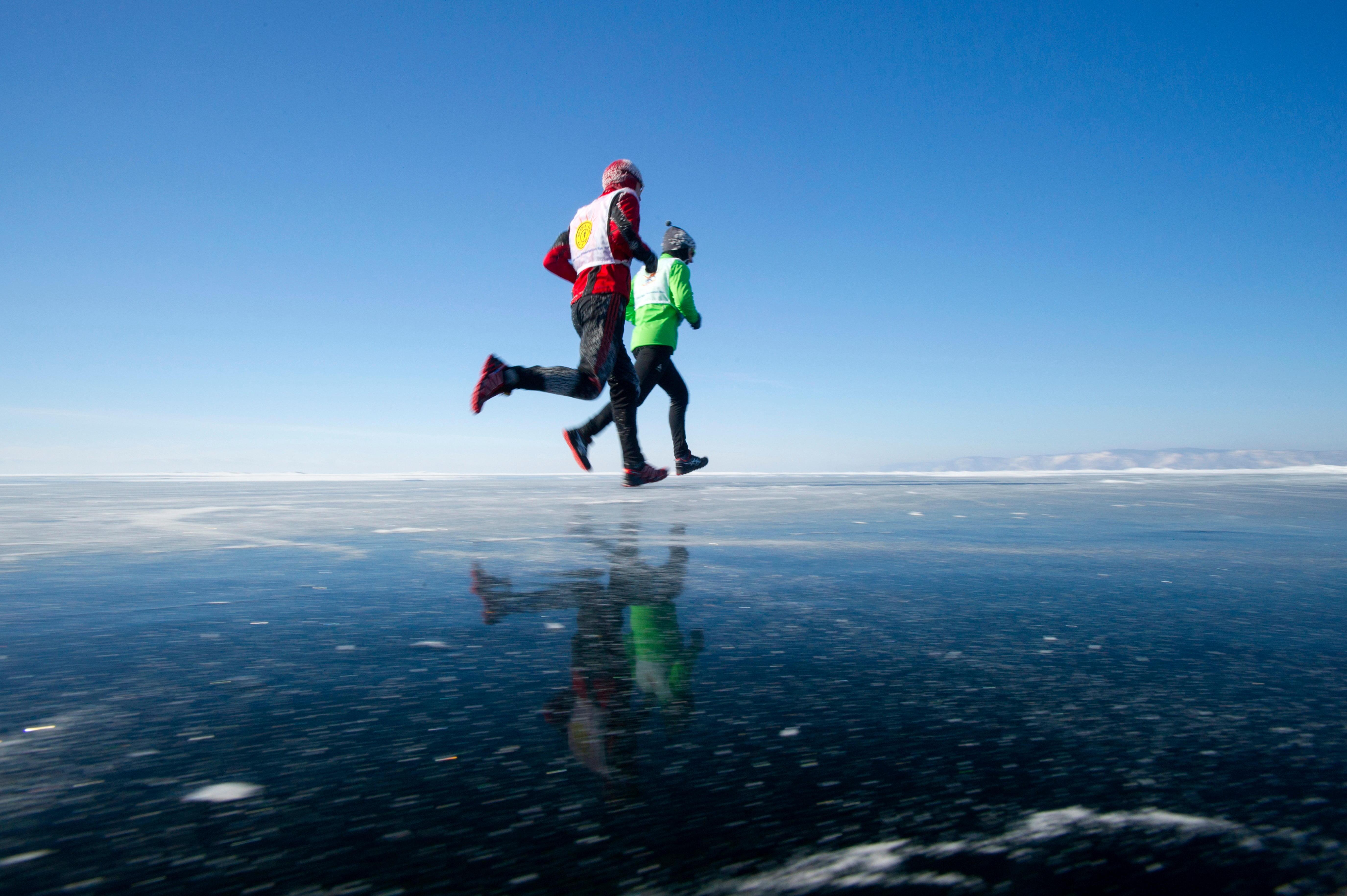 42 км заедно на най-дълбокото езеро на Земята.