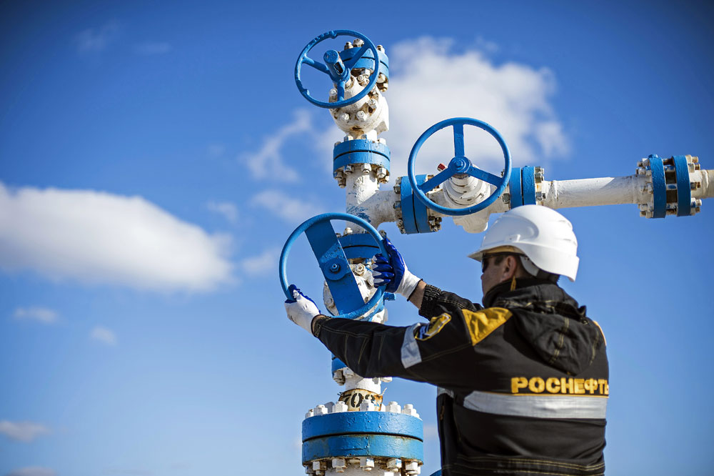 The Russian government hopes that as a result oil prices may increase or at least stabilize. Pictured: A worker of RN Purneftegaz, a daughter company of Rosneft, is seen here at the Barsukov oil field, Yamal Nenets Autonomous Area.