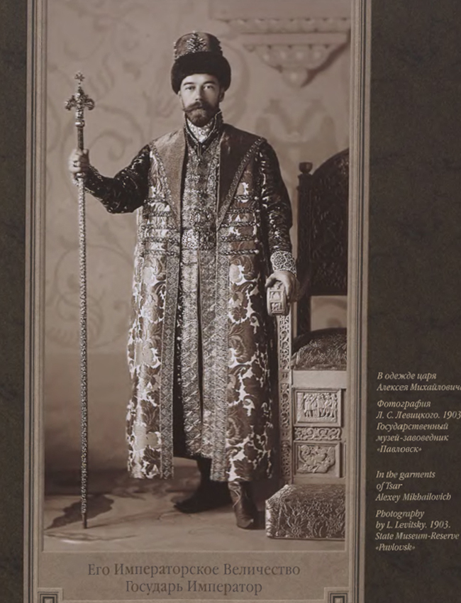 Russlands letzter Zar, Nikolaus II, trug das goldene Brokat des russischen Zaren Alexei Michailowitsch.