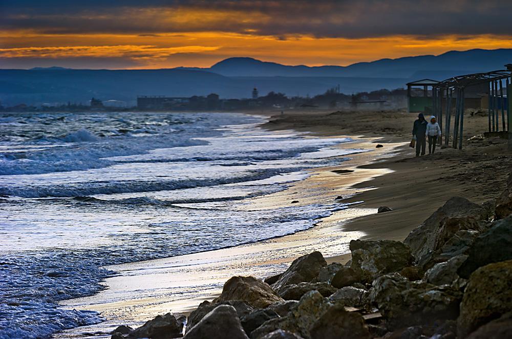 クリミア半島のフェオドシア市の海岸=