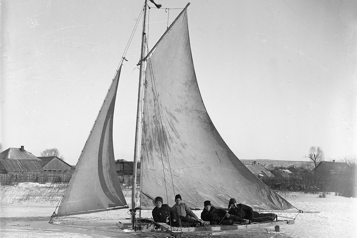 His work allows us to take a trip back in time and see how Galich (a city in central Russia, 446 km from Moscow) and its inhabitants looked in the early 20th century. / Ice yacht on the lake, 1930s.