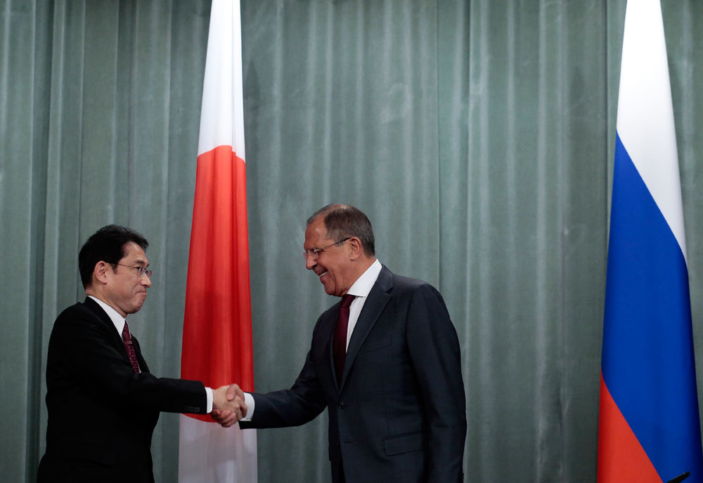 Russian Foreign Minister Sergey Lavrov and his Japanese counterpart Fumio Kishida.