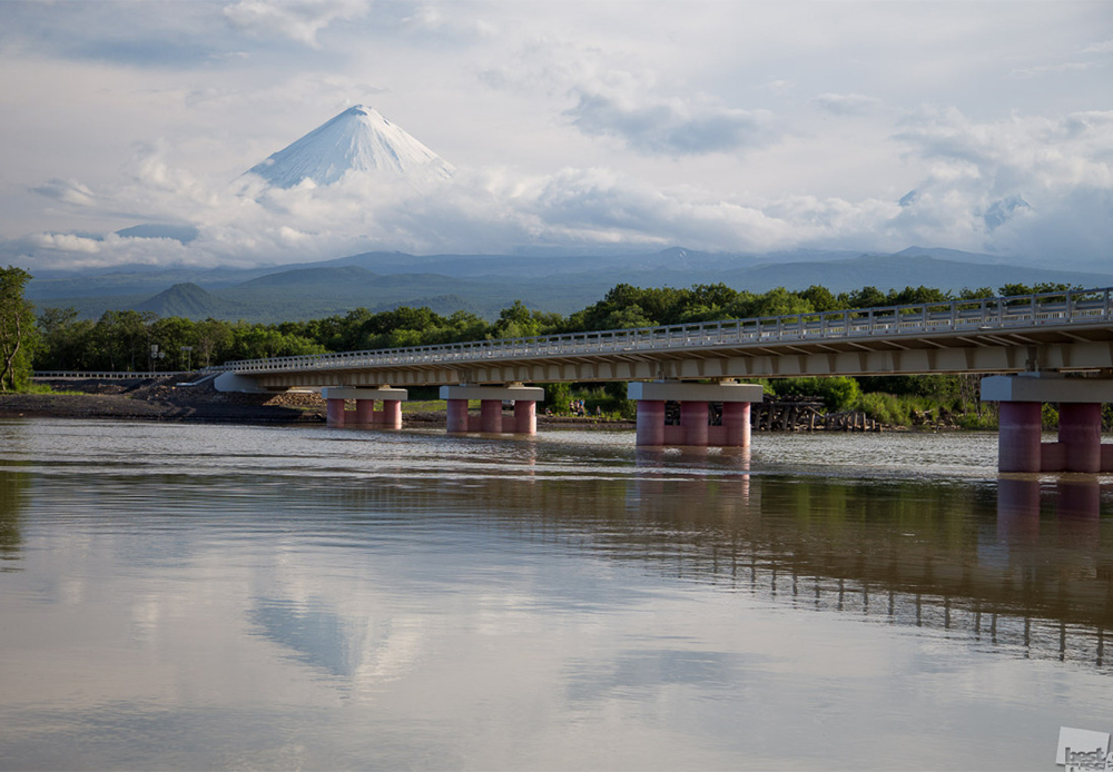 Kluchevsky Bridge, a new bridge across the Kamchatka River, opened in late 2014.