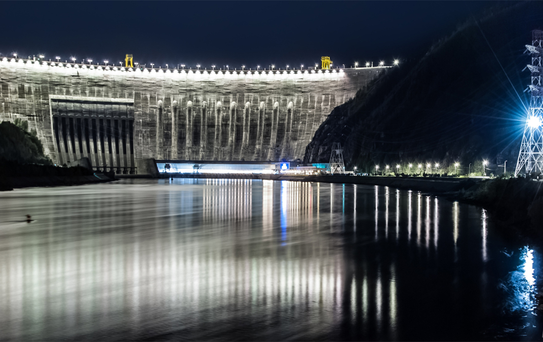 The Sayano–Shushenskaya Dam on the Yenisei River at night.