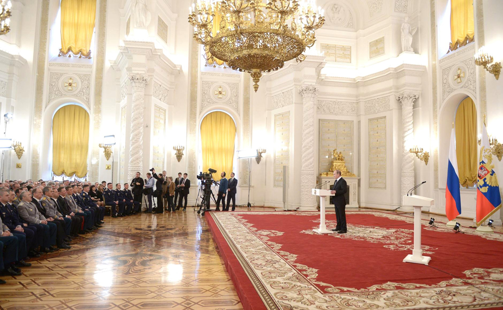 Vladimir Putin has delivered state awards to Russian servicemen.