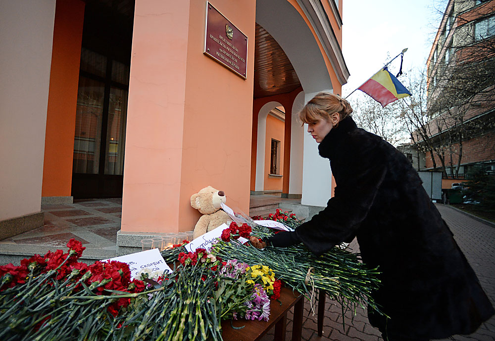 A woman lays flowers in memory of the Boeing 737-800 crash victims in Rostov-on-Don laid outside the Rostov Region delegation office in Moscow.