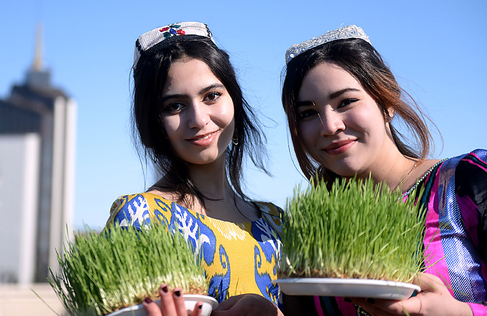Einwohnerinnen aus Kasan feiern Nouruz, das tatarische Neujahr.
