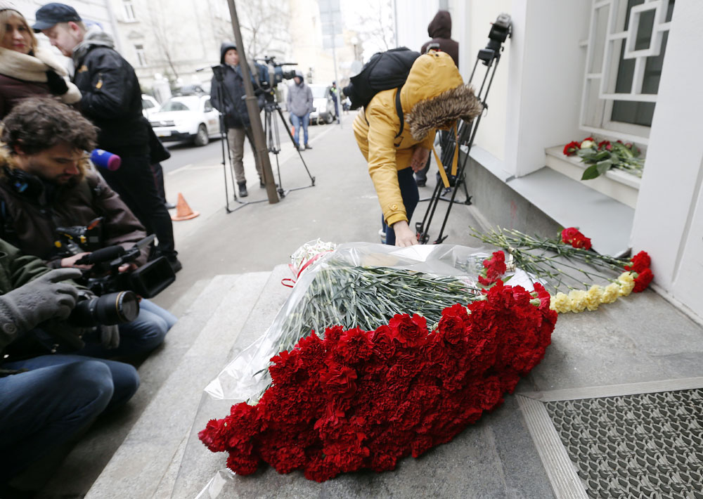 People bring flowers to Belgian Embassy in Moscow to pay tribute to Brussels attacks victims