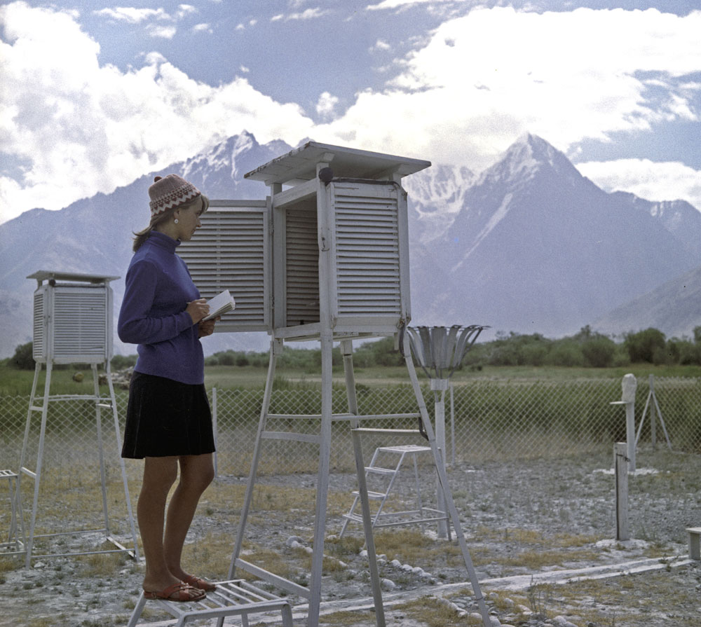 Russia's first weather stations appeared in Siberia in the 18th century.  Since 1834 scientists have undertaken observations on a regular basis. // 1972. Meteorologist Galina Ostashkova at the weather station in the Pamir Mountains (today's Tajikistan)