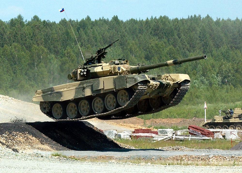 Руски тенк T-90 демонстрира своје могућности.