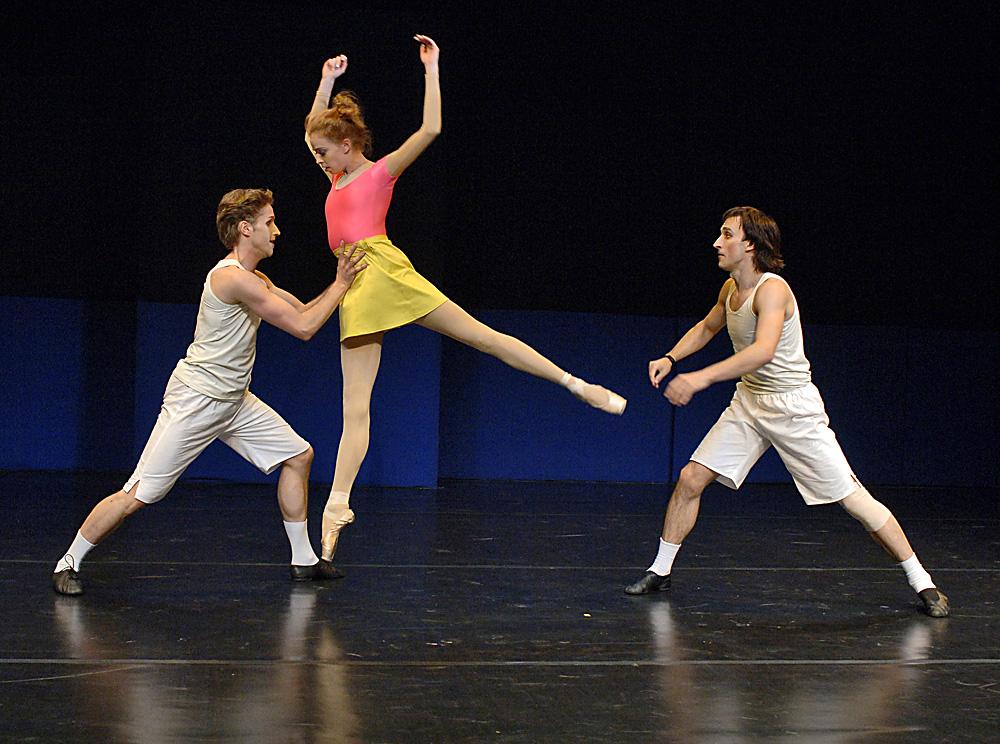 """Le ballet """"Vieilles tombantes"""" avec la chorégraphie d'Alexeï Ratmanski et la participation d'Andreï Merkuryev présenté dans le cadre de l'Atelier de nouvelle chorégraphie en 2007."""