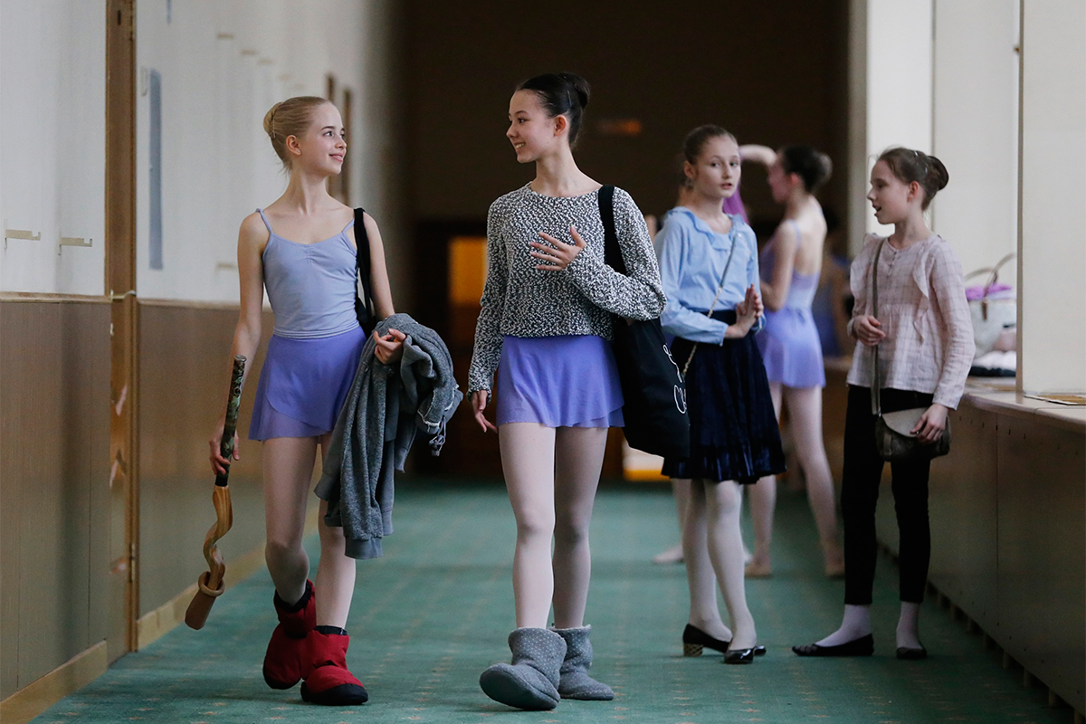 There used to be dozens and even hundreds of applicants for a single place in ballet schools, especially in the Moscow and St. Petersburg ballet academies.