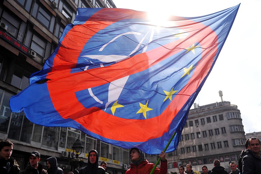 Протест срещу НАТО в Белград през март 2016 година.
