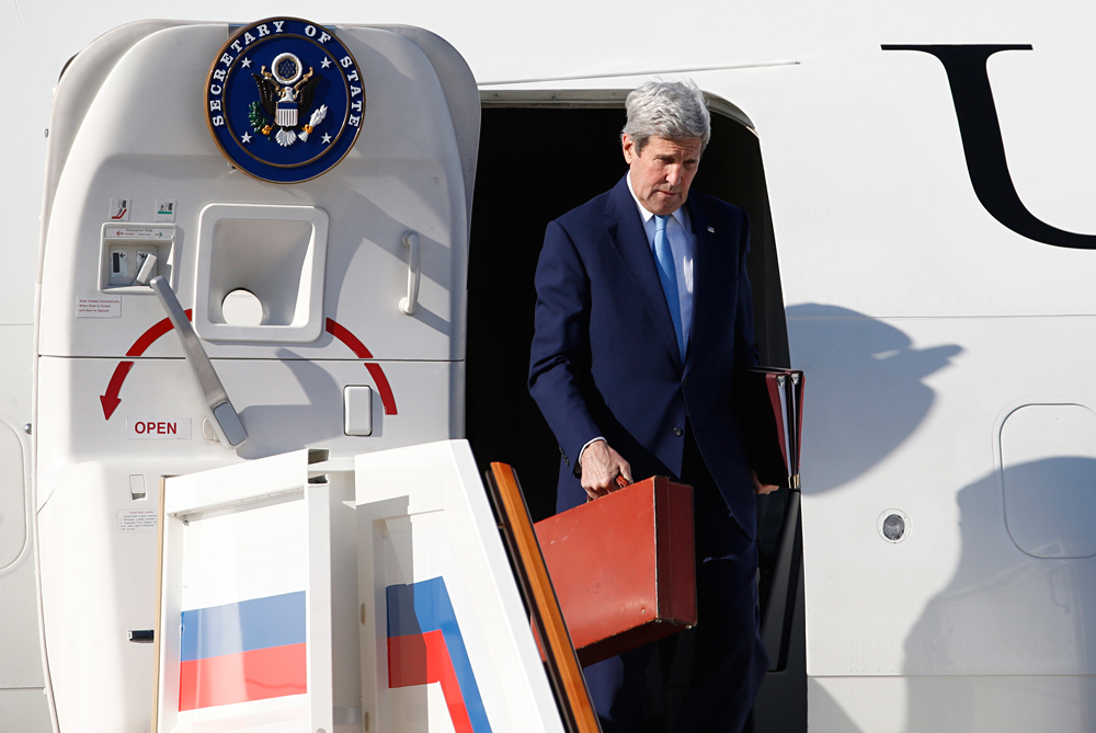 U.S. Secretary of State John Kerry upon his arrival at Moscow's Vnukovo-II airport, March 23, 2016. Kerry arrived in Moscow to meet with his Russian counterpart Sergei Lavrov and Russian President Vladimir Putin.